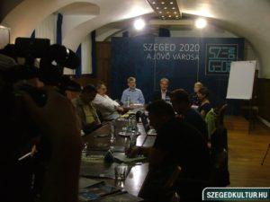 Kulturális programok a szegedi városháza udvarán sajtótájékoztató