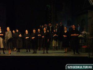 Jelenet a Parasztbecsület/Bajazzók előadásból Szegedi Nemzeti Színház