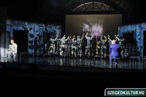 szegedi nemzeti színház 1984 két perc gyűlület jelenet