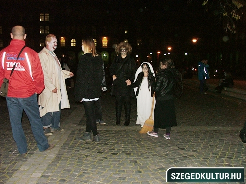 crazy-vampire-vs-zombie2-flash-mob2013rongy00123