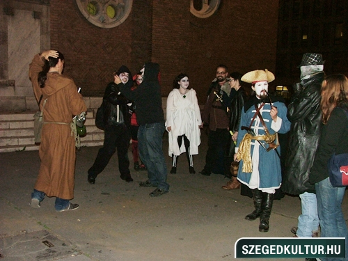 crazy-vampire-vs-zombie2-flash-mob2013rongy00323