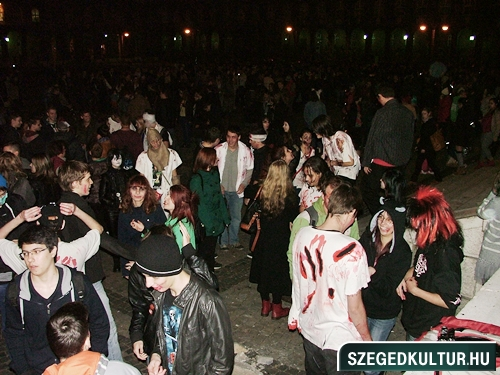 crazy-vampire-vs-zombie2-flash-mob2013rongy00623