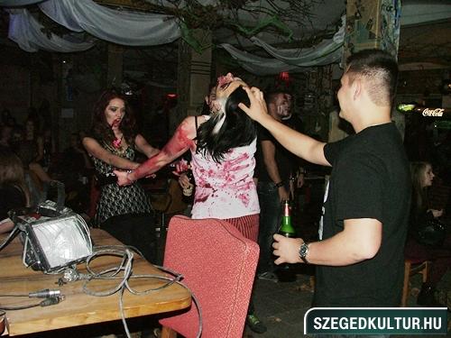 crazy-vampire-vs-zombie2-flash-mob2013rongy02223