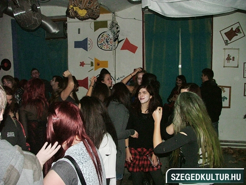 crazy-vampire-vs-zombie2-flash-mob2013rongy03523