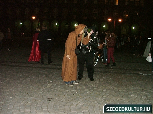 crazy-vampire-vs-zombie2-flash-mob2013rongy05323