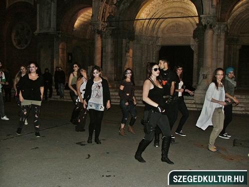 Vampirok-es-zombikfmob2012005