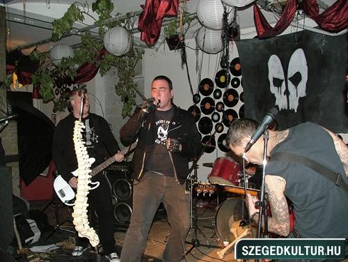 Vampirok-es-zombikfmob2012020