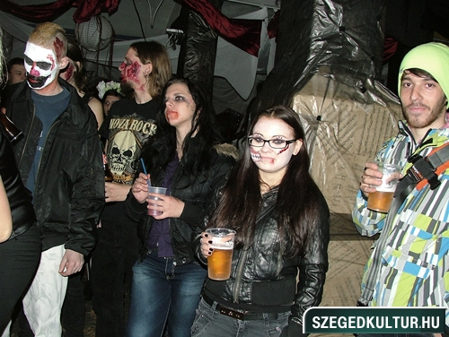 Vampirok-es-zombikfmob2012022