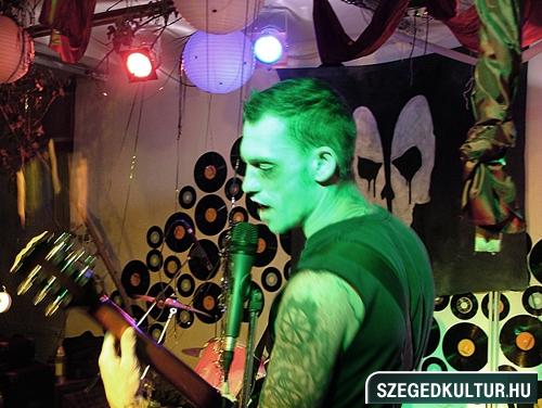 Vampirok-es-zombikfmob2012026
