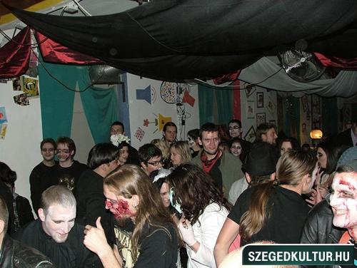 Vampirok-es-zombikfmob2012028
