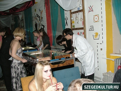Vampirok-es-zombikfmob2012030