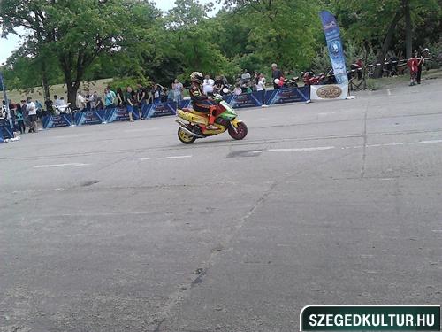 motorkialliotas-iskolakuci002